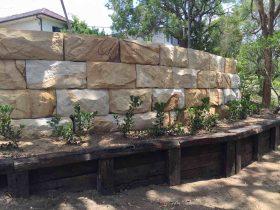 sandstone_logs_wall_1