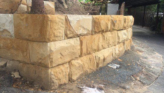 sandstone_logs_wall_4